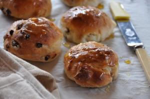 Gluten-free fruit buns