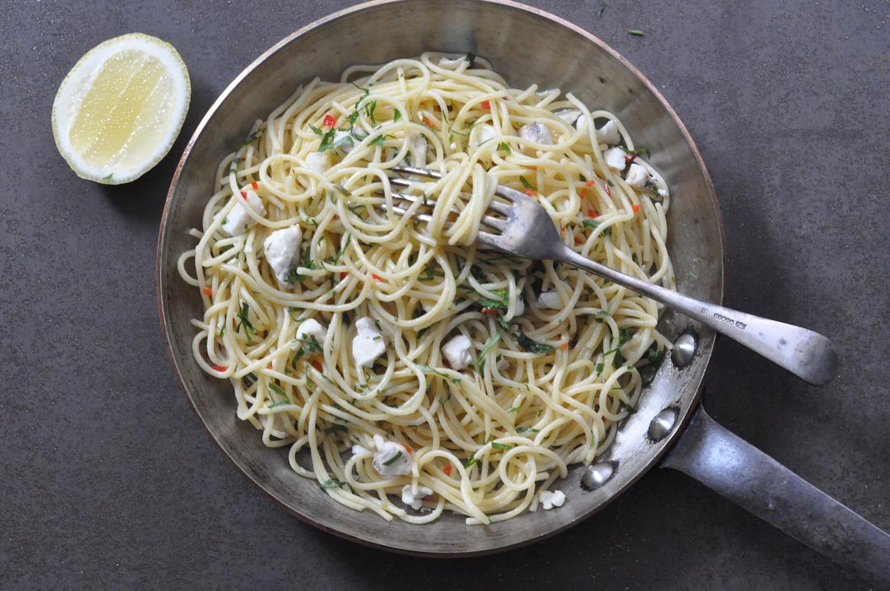 Aglio e olio e pesce (Garlic, oil and fish pasta)