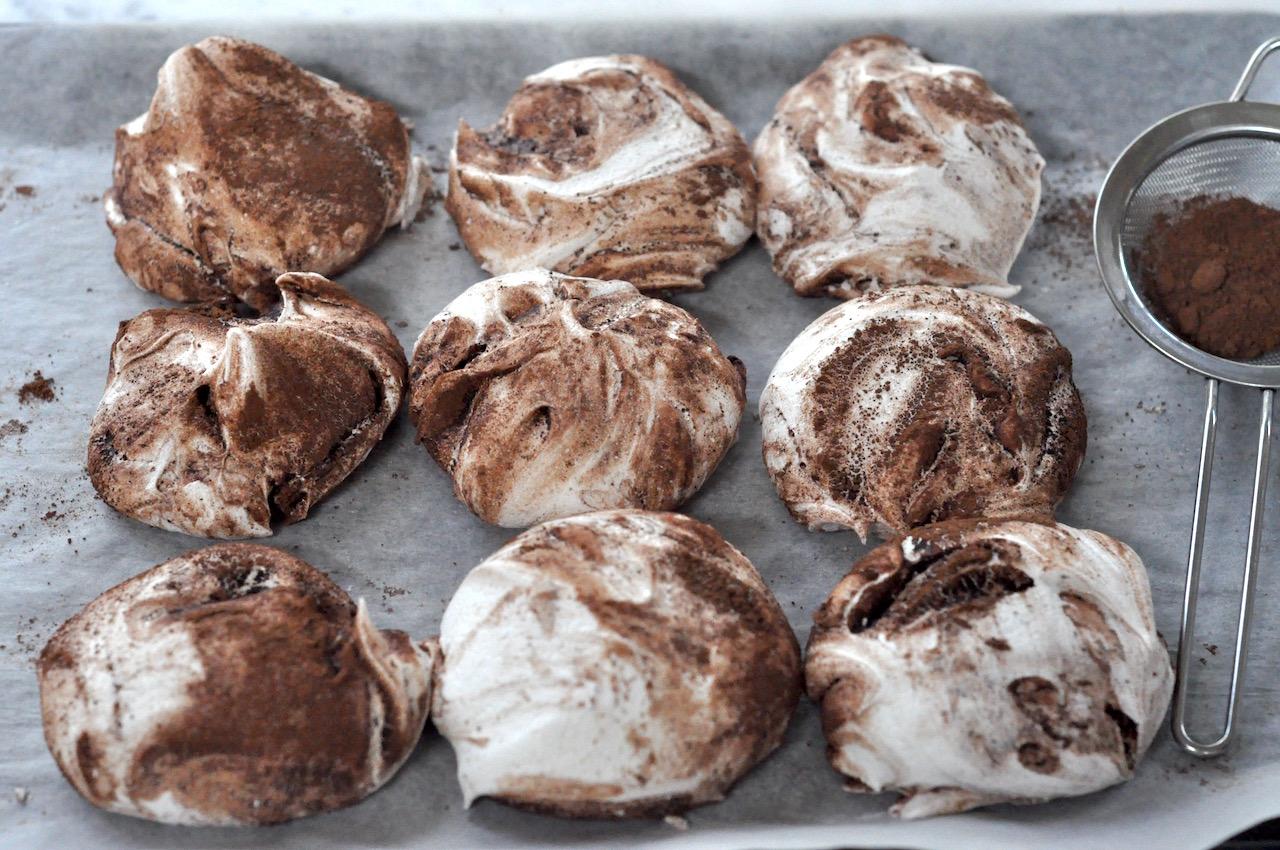 Cacao vegan meringues